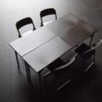 部室の机と椅子