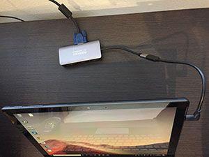 USBーCハブにVGAを接続