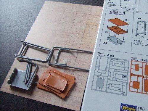 学校の机と椅子01