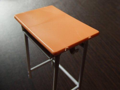 学校の机と椅子02